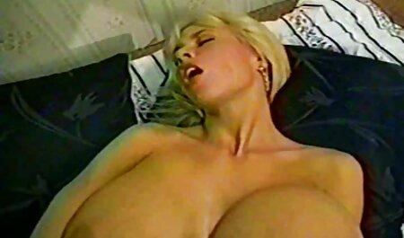 Homme baise femme dans deux trous retro film porn à la fois.
