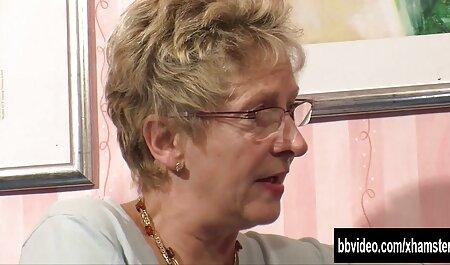 Brunette essaie le pénis de fantaisie de classic mom and son porno son patron.